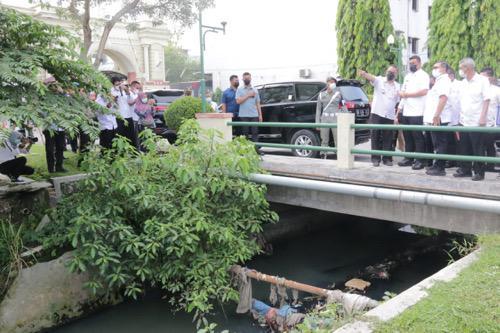 Bobby Nasution Tinjau Aliran Sungai Bedera