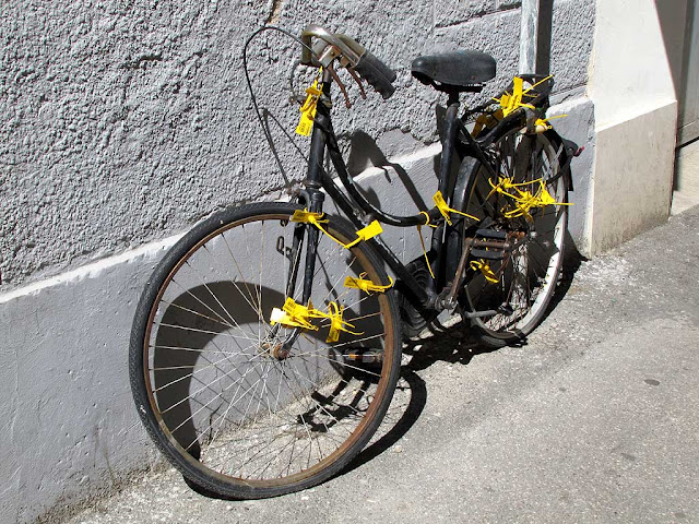 Bicycle with plastic tags, via della Rondinella, Livorno