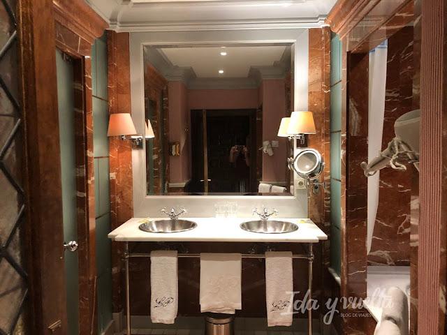 Hotel Landa Burgos baño