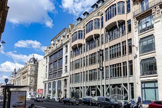 Paris : 124 rue Réaumur, immeuble d'inspiration industrielle, remarquable façade à charpente d'acier apparente - IIème