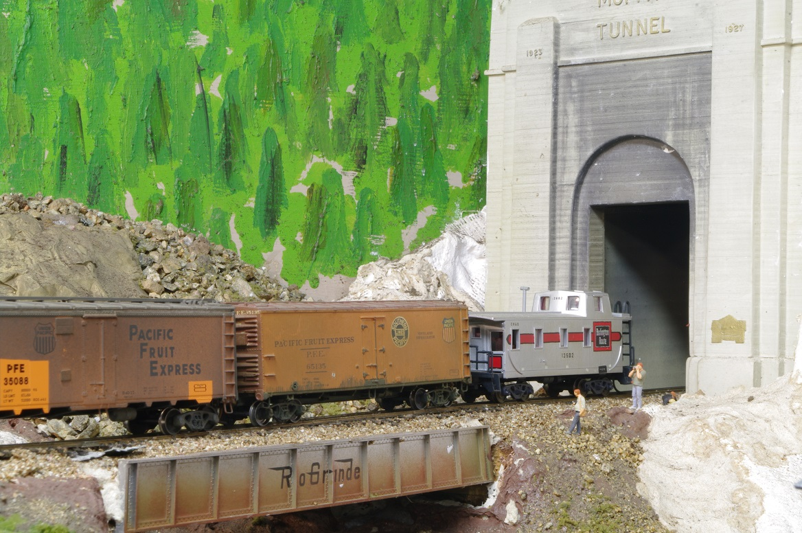 Model Railroad Miscellany Flashing Light Circuit 1 And Descending The East Slope In Full Dynamic
