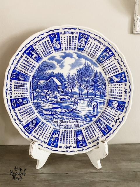 Currier & Ives 1981 blue white porcelain calendar plate