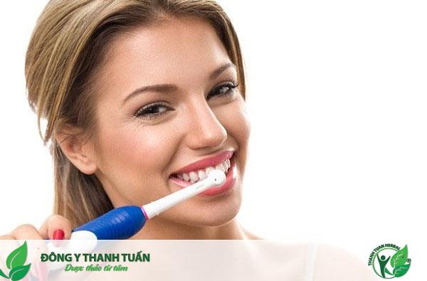 Đánh răng mỗi ngày để luôn có một hơi thở thơm mát