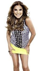 Foto de Mimi Hernández con minifalda