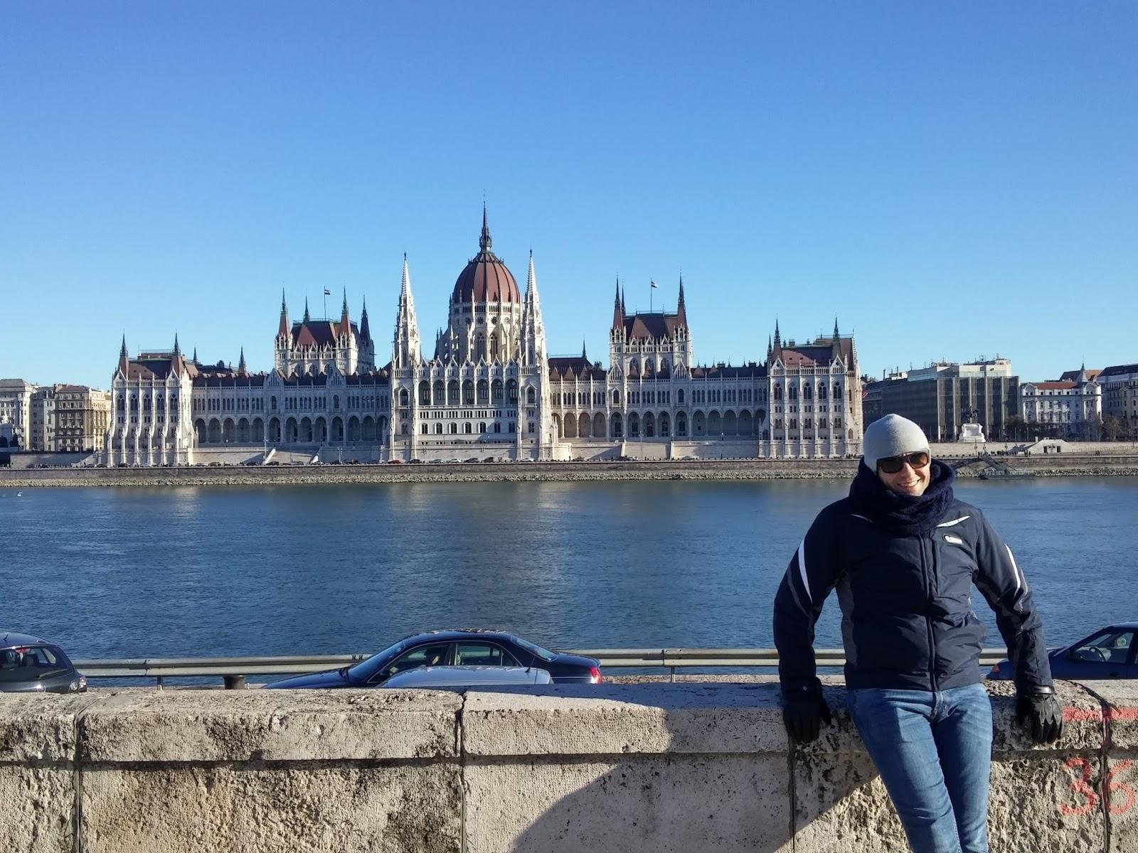Eos discovery budapest buda museo del terrore e happy for Il parlamento