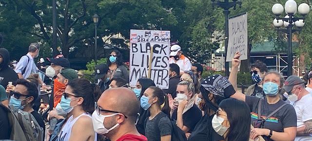 Manifestacion en la ciudad de Nueva York para exigir justicia y protestar contra el racismo en los Estados Unidos, tras la muerte del ciudadano afroamericano George Floyd mientras estaba bajo custodia policial.Noticias ONU/Antonio Lafuente