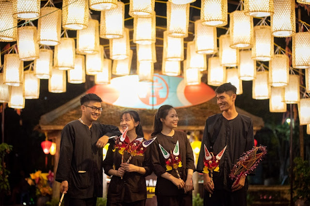 400 sparkling lanterns welcome mid-autumn in Hanoi