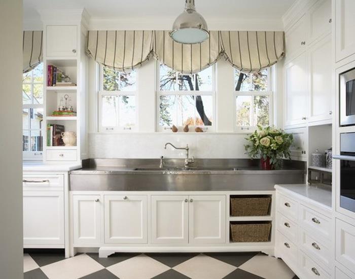 beyaz mutfak dolapları ile rustik dekorasyon