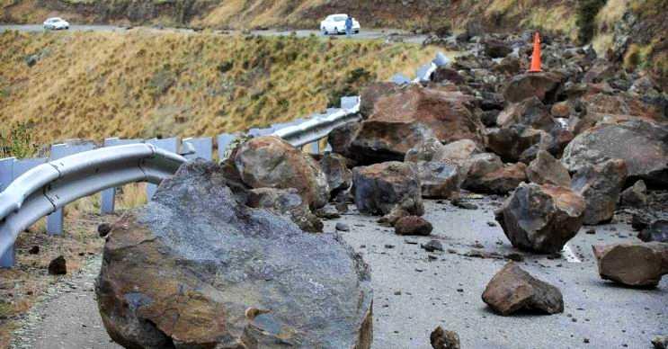 Kaya düşmesi daha çok şiddetli rüzgarların yol açtığı bir olaydır.