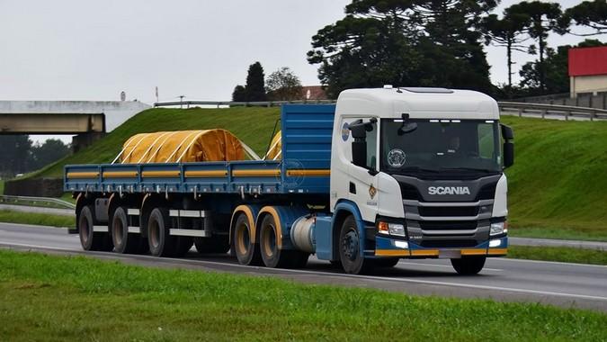 Transporte Excelsior divulga vagas para motoristas carreteiros sem experiência em curso de formação