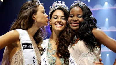 Ade van Heerden, Demi-Leigh Nel-Peters and Boipelo Mabe celebrate at the crowning of Miss South Africa 2017