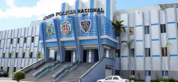La Dirección Central de Inteligencia (DINTEL) de la Policía Nacional,junto a miembros de la Dirección General de Aduanas (DGA) y la Procuraduría Especializada en Crímenes y Delitos Contra la Salud (PEDECSA) evitaron la venta ilícita de 300 mil cigarrillos alterados y de 1,058,400 unidades de carbones para hookah.