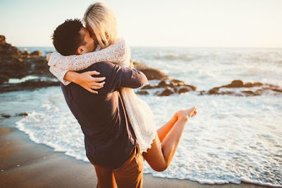 صور رومانسية شاطئ الاشتباك صور تبادل الاحضان والبوس