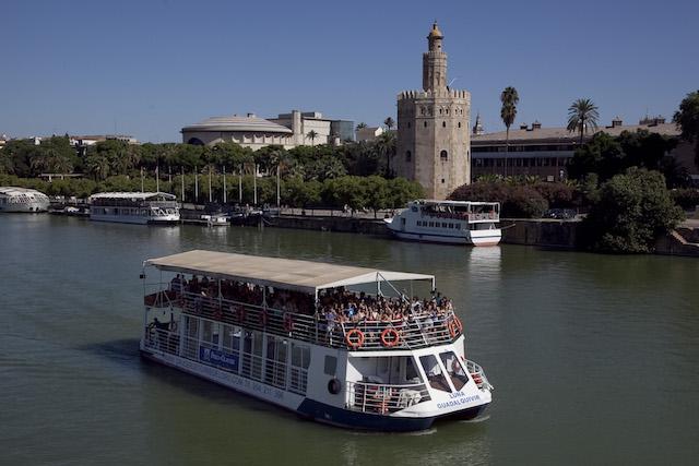 Passeio de barco pelo Rio Guadalquivir em Sevilha