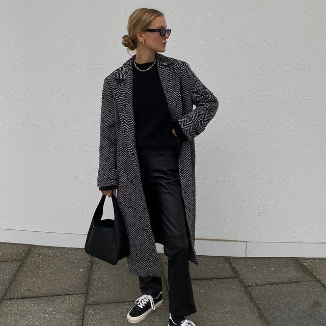 How To Style Vans Sneakers Winter Outfit Idea