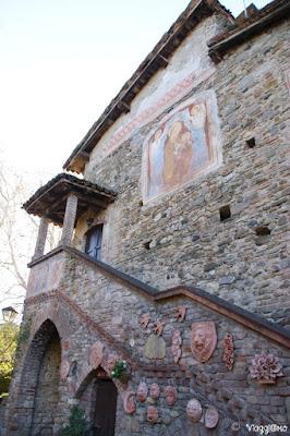 Edificio medievale nel borgo di Grazzano