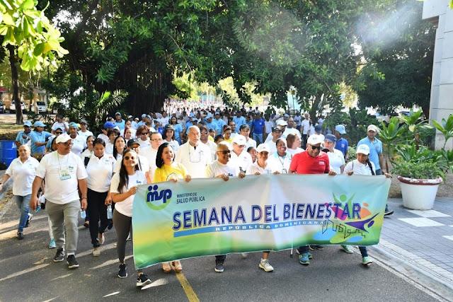 Salud Publica realiza caminata con la participación de decenas de colaboradores