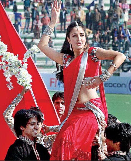 Katrina Kaif Navel Show Dancing Photos At HIL In Red Saree