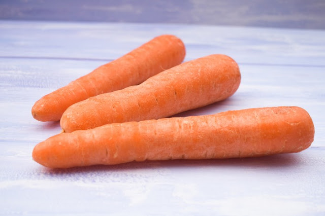 3 large unpeeled carrots