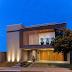Fachada de casa contemporânea com mix de revestimentos, tonalidades cinzas e texturas!