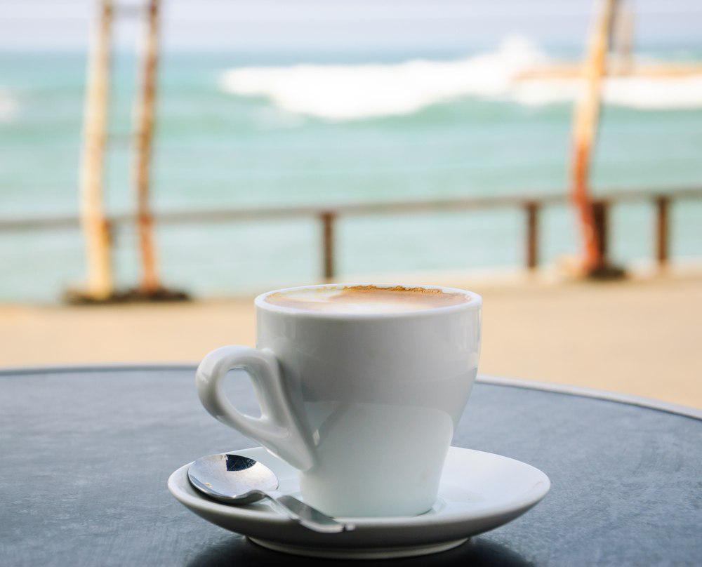 красивые картинки утренний кофе у моря ощущений удастся