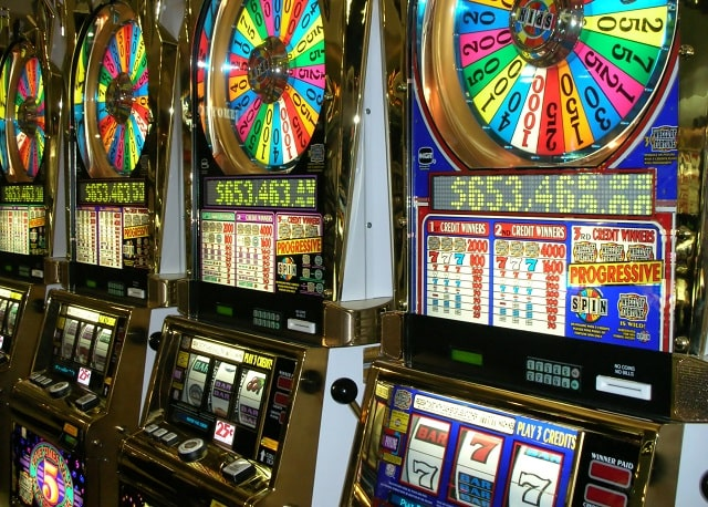 how do you know when a slot machine will hit win big playing slots