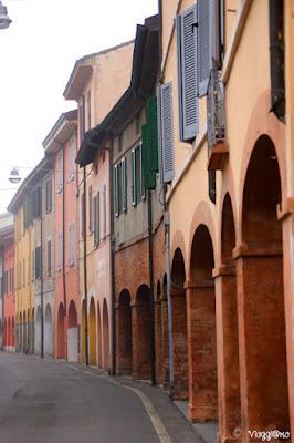 Facciate colorate nel centro di Fontanellato