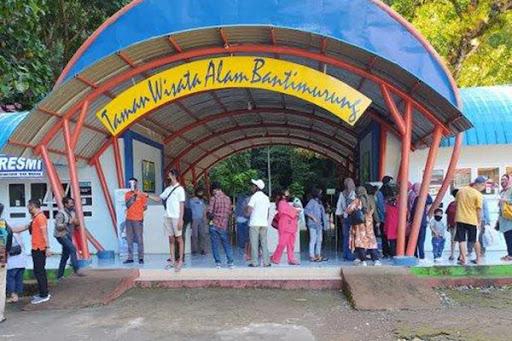 Objek Wisata Air Terjun Bantimurung Ramai Dikunjungi Akhir Pekan Ini, Pengunjung Flu Dilarang Masuk
