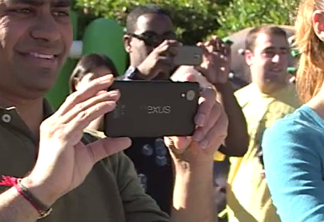 Google employee Capturing Photos Via LG Nexus 5 leaked photo