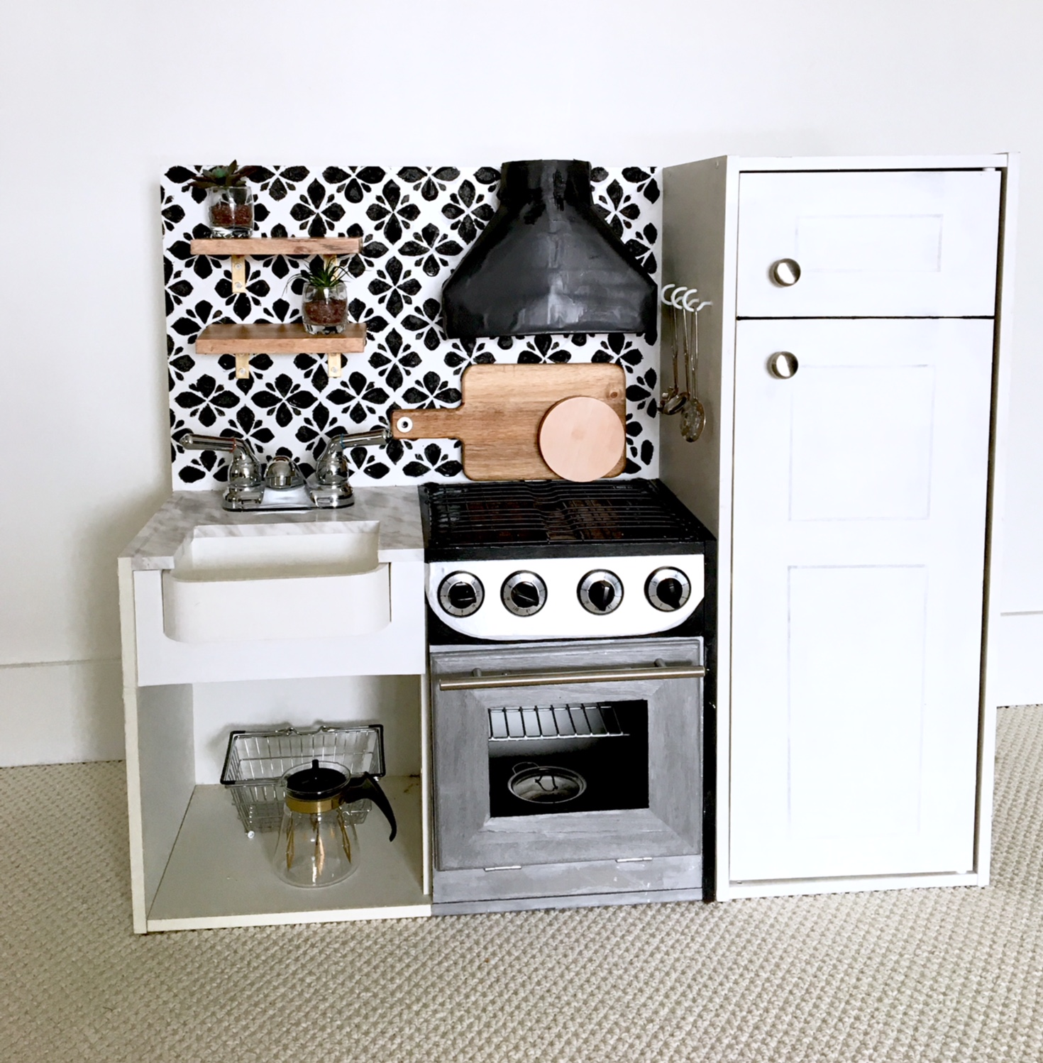 DIY-play-kitchen-remodel-harlow-and-thistle-3
