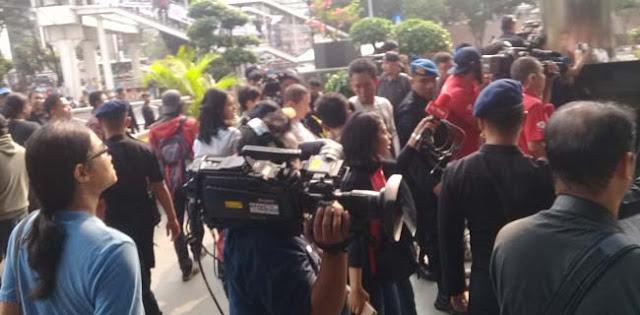 Demo Dukung Revisi UU KPK Ricuh, 2 Jurnalis Alami Kekerasan Saat Liputan