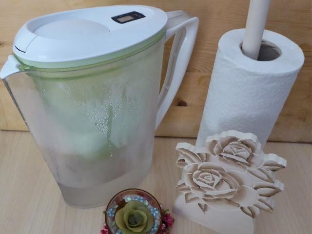 Come ridurre l'uso delle bottiglie di plastica con caraffa filtrante