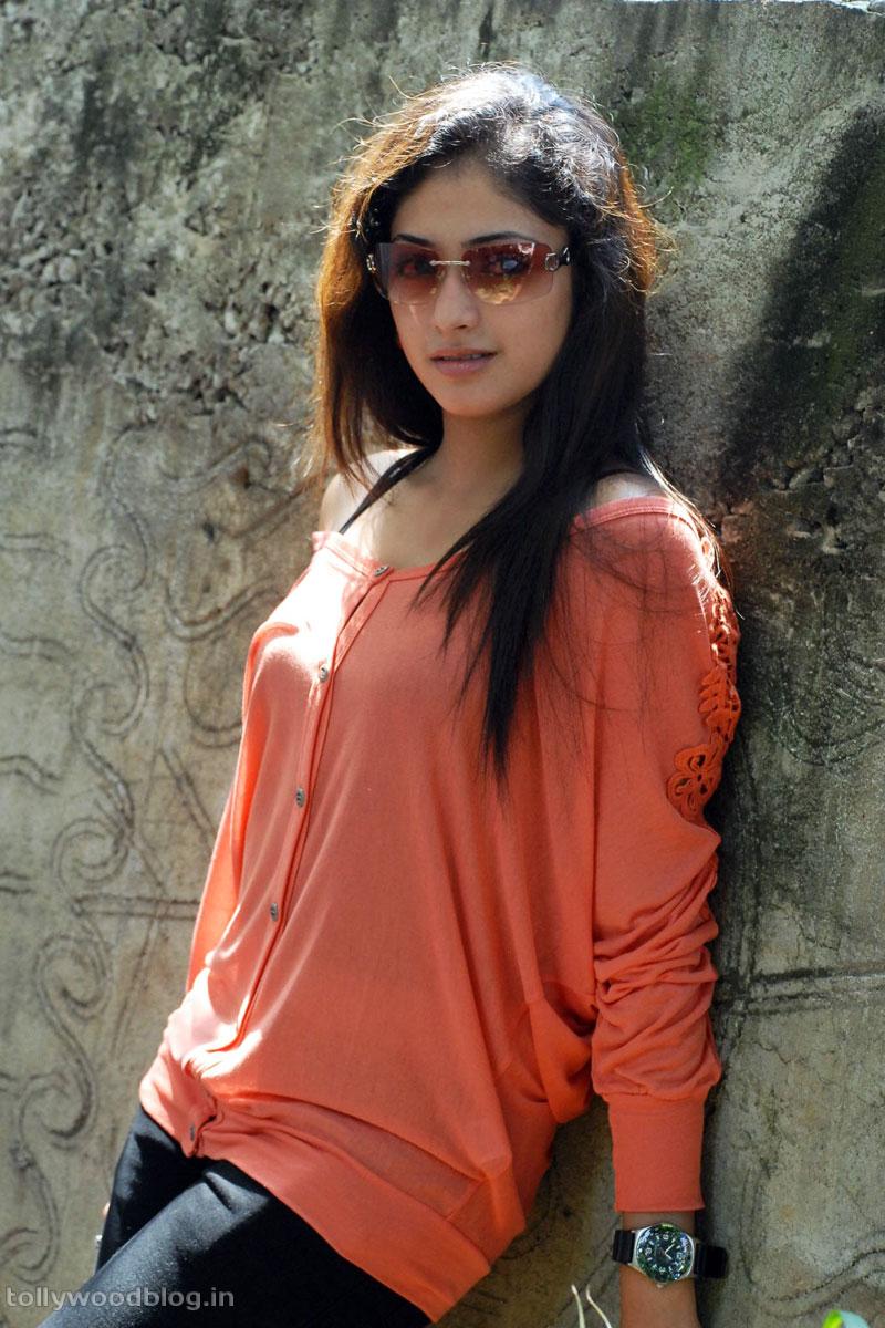 Hari Priya Latest Beautiful hot Photos Stills-HQ-Photo-4