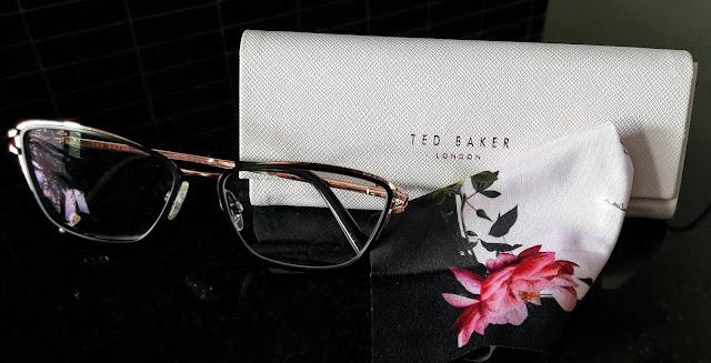 Ted Baker silmälasikehys on tyylikäs ja elegantti