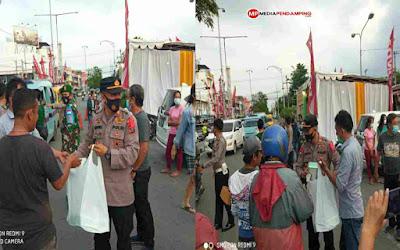 Polsek Percut Sei Tuan Kembali Bagikan Takjil 300 Kotak Jelang Berbuka di Jalan William Iskandar