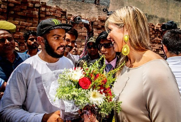 Queen Maxima visited a Cricket Factory, who got a loan from Aye Finance in Meerut in Uttar Pradesh. Queen wore Salvatore Ferragamo flat and earrings