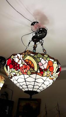 โคมไฟกระจกทิฟฟานี่ สุดยอดความคลาสสิค ที่ท่านสัมผัสได้