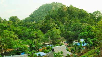 http://www.wisatakalimantan.com/2016/07/wisata-pagat-batu-benawa-barabai.html