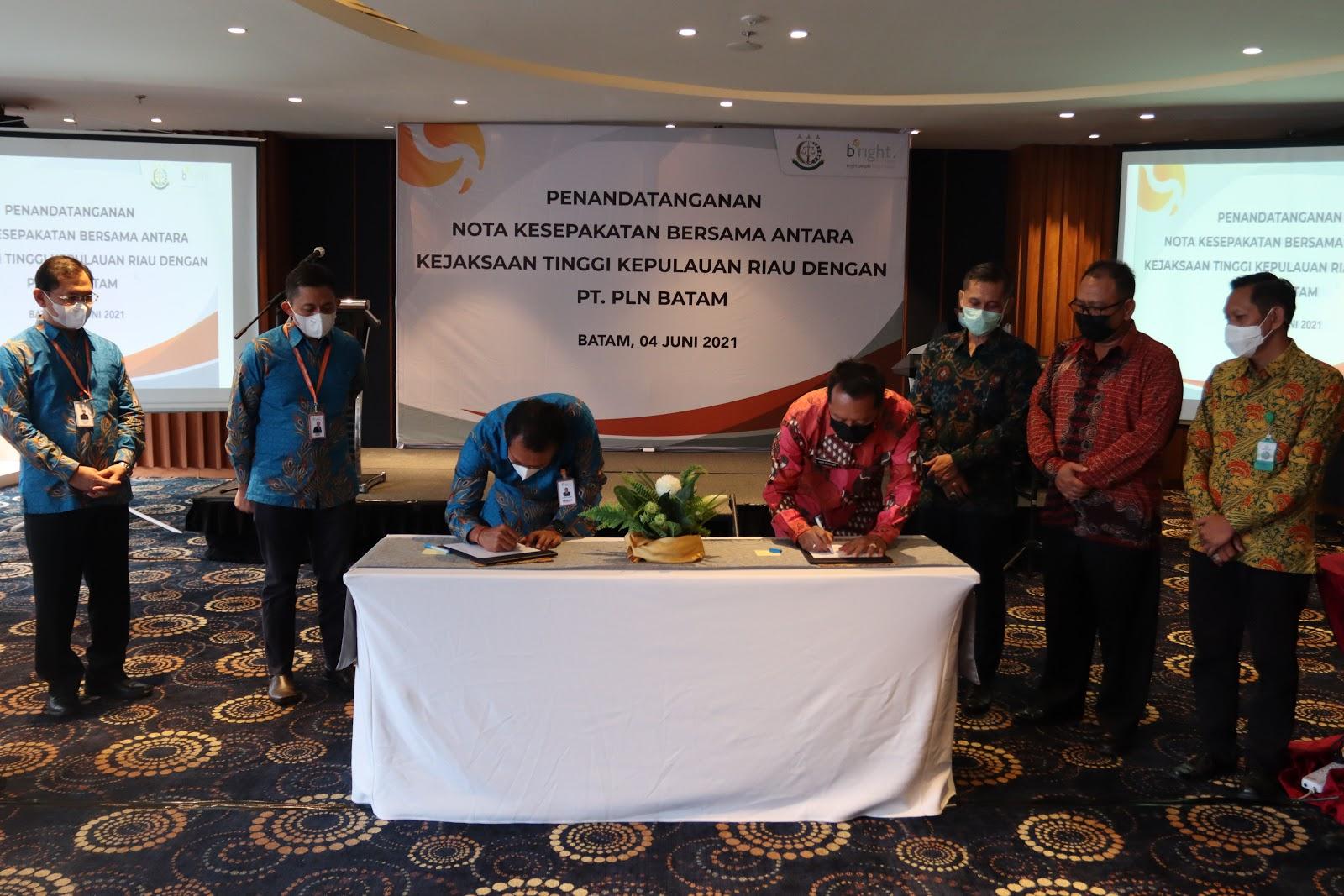 Tingkatkan Sinergitas Selesaikan Permasalahan Hukum, Bright PLN Batam Teken MoU Bersama Kejati Kepri