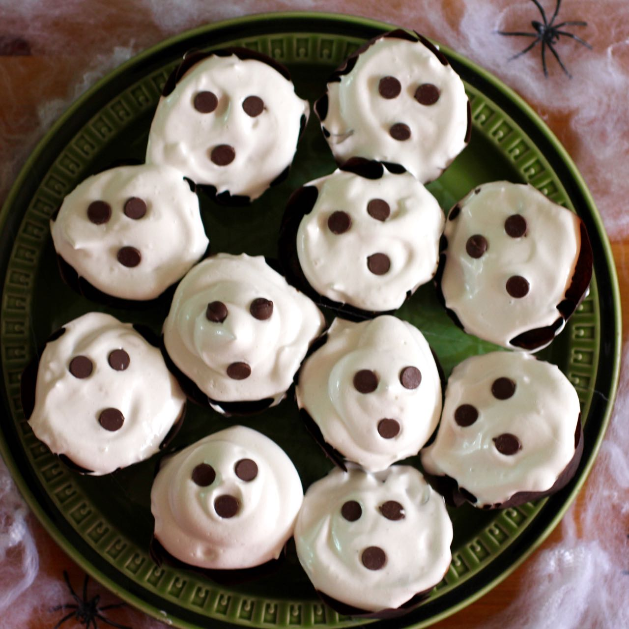green gourmet giraffe: halloween ghost cupcakes (vegan with aqua faba)