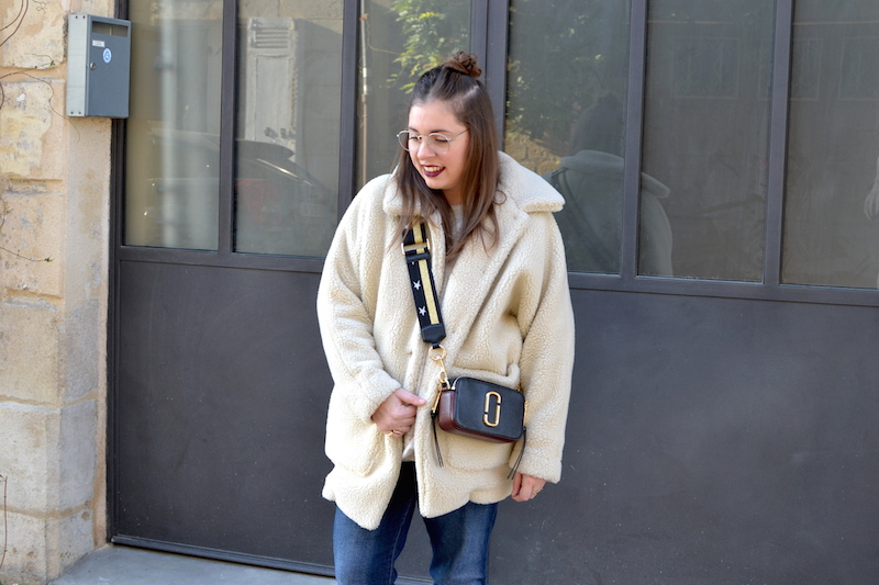 manteau shearling American Vintage, jean Mango, sac Marc Jacobs Snapshot