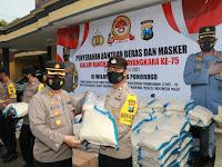 Sambut Hut Bhayangkara Ke-75, Polres Ponorogo Bagikan 6 Ton Beras Dan 4000 Pcs Masker Kepada Warga Terdampak Covid