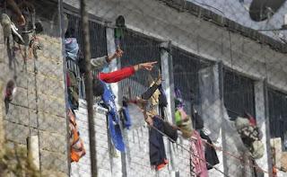 जेल में कोरोना से संक्रमित होने के डर से कैदियों की बगावत, हिंसा में 23 की मौत