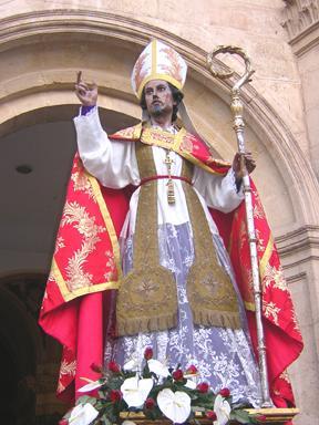 Foto de San Blas saliendo de la iglesia