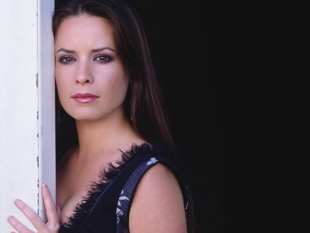 holly marie combs hot pics