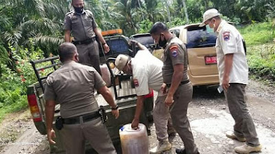 Satpol PP Pasbar Amankan 128 Liter Tuak