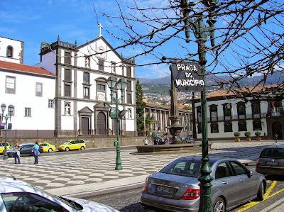 Plaza Municipal, Plaça do Municipio, Funchal, Madeira, Portugal, La vuelta al mundo de Asun y Ricardo, round the world, mundoporlibre.com