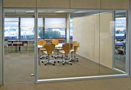 Las ventajas de las mamparas frente a otros sistemas for Mamparas de vidrio para oficinas