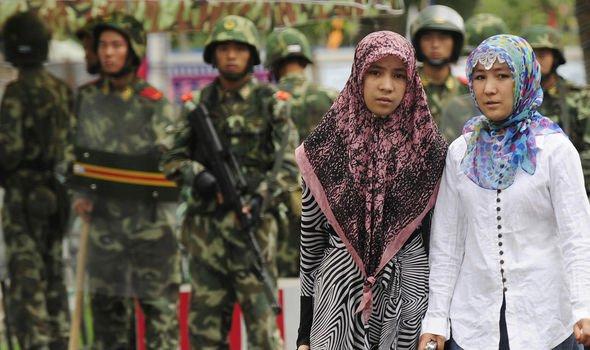 Wanita Uighur Diperkosa Ramai-ramai oleh Penjaga, ini Kengerian Kamp Konsentrasi China