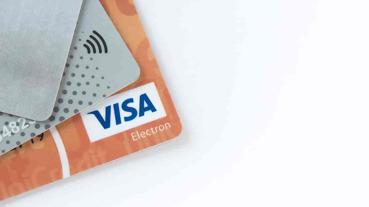 Quais os principais benefícios oferecidos pelos cartões de crédito